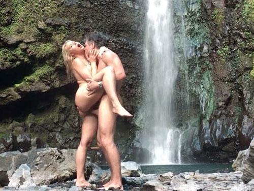 Imagem assistir filmes porno Putarias e sexo a beira da cachoeira