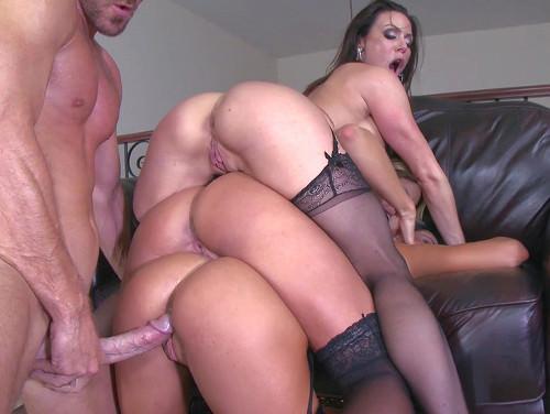 Imagem sexo porno Tres mulheres fazendo sexo com um amigo sortudo