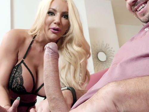 Imagem sexohot Amadora fazendo um delicioso boquete em seu amigo