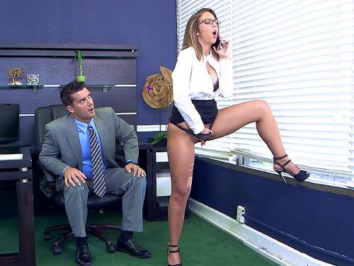 Imagem the porn dude Secretária é pega se masturbando em escritório