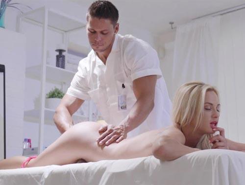 Imagem Xxvidios Fazendo massagem na loira que ficou louca para foder