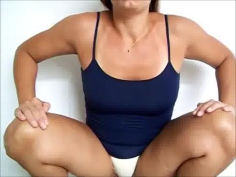 Imagem Porno mineiro Putinha mijando na calcinha e mostrando
