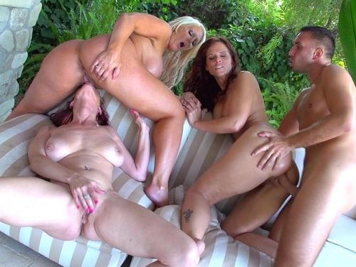 Imagem Vídeos de sexo Gostosa fodendo ao ar livre com amigo